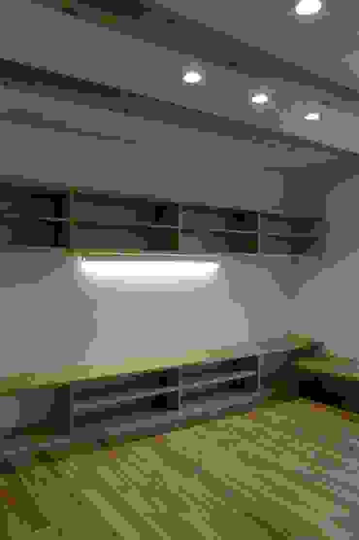 栗東の家 モダンデザインの リビング の 株式会社 atelier waon モダン