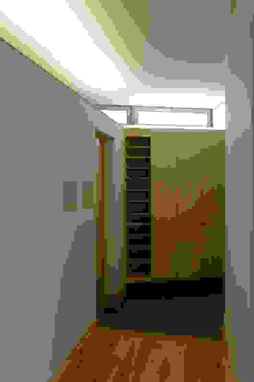 栗東の家 モダンスタイルの 玄関&廊下&階段 の 株式会社 atelier waon モダン