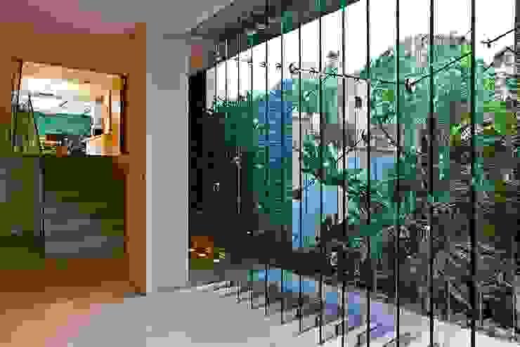 oda - oficina de arquitectura Modern corridor, hallway & stairs