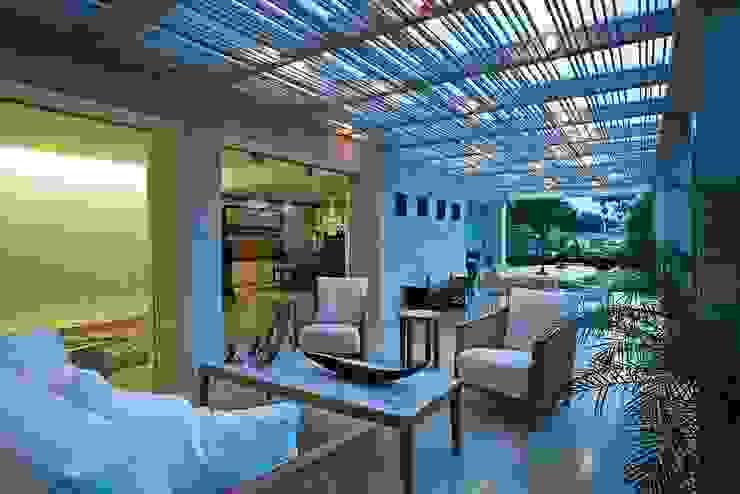 Casa MR Balcones y terrazas de estilo moderno de oda - oficina de arquitectura Moderno