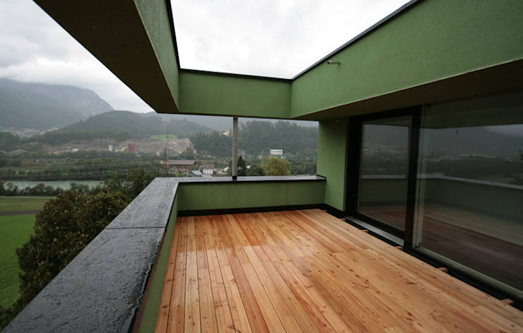 Nowoczesny balkon, taras i weranda od BESTO ZT GMBH_ Architekt DI Bernhard Stoehr Nowoczesny
