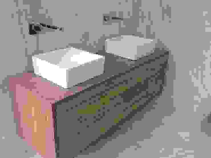 Móvel de Casa de Banho Casas de banho modernas por Carpinteiros.pt Moderno Derivados de madeira Transparente