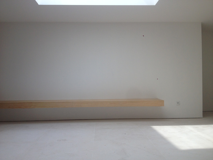 Revestimento de Banco em Madeira Paredes e pisos modernos por Carpinteiros.pt Moderno Madeira Acabamento em madeira