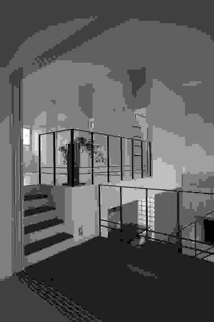 K-house オリジナルスタイルの 玄関&廊下&階段 の クコラボ一級建築士事務所 オリジナル