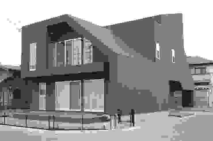 Дома в эклектичном стиле от クコラボ一級建築士事務所 Эклектичный