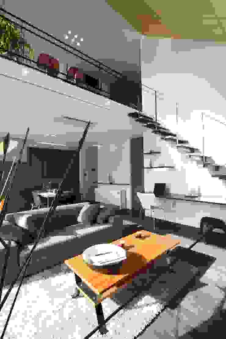 Коридор, прихожая и лестница в эклектичном стиле от クコラボ一級建築士事務所 Эклектичный