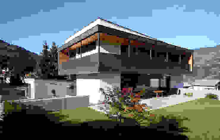 Case in stile  di BESTO ZT GMBH_ Architekt DI Bernhard Stoehr