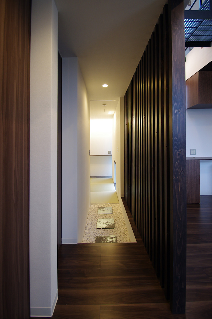 Eclectic corridor, hallway & stairs by クコラボ一級建築士事務所 Eclectic
