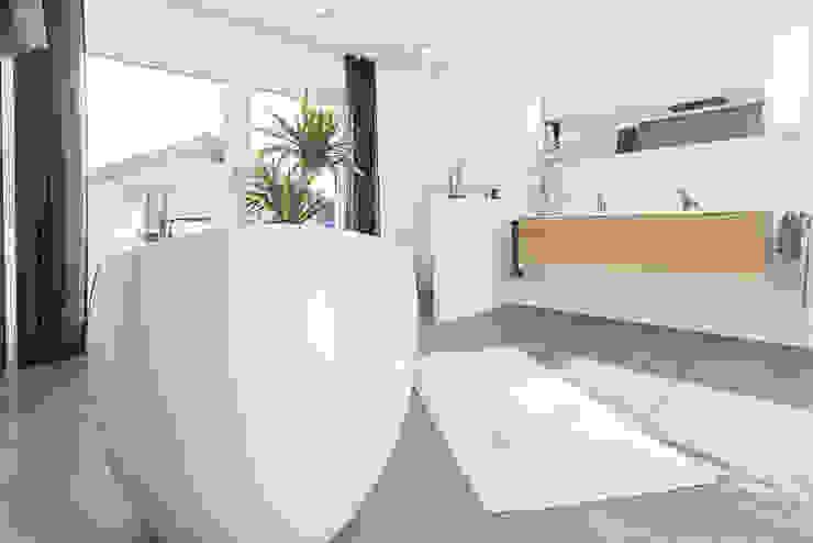 Energieeffizienz und Design WeberHaus BadezimmerWannen und Duschen Keramik Weiß