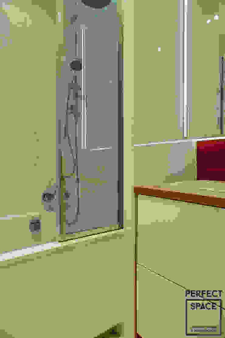 Włoska robota Nowoczesna łazienka od Perfect Space Nowoczesny