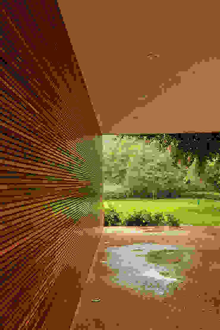 Residência VD Garagens e edículas modernas por isis chaulon arquitetura Moderno