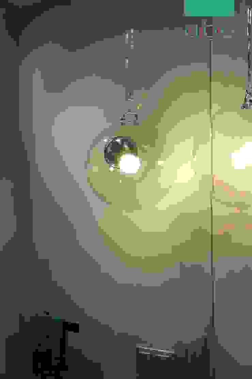 łazienka w domu jednorodzinnym Nowoczesna łazienka od abostudio Nowoczesny