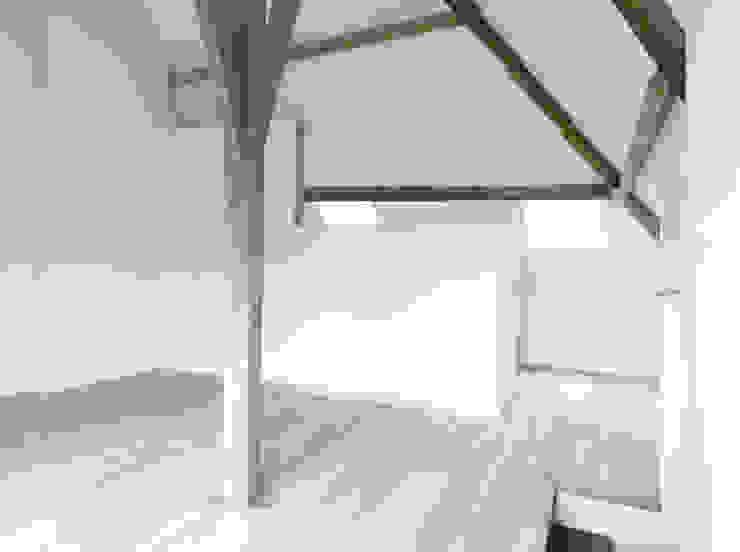 Dormitorios minimalistas de planomatic Minimalista