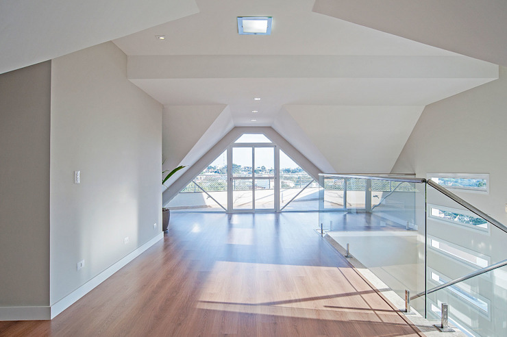 Балкон и терраса в стиле модерн от Patrícia Azoni Arquitetura + Arte & Design Модерн