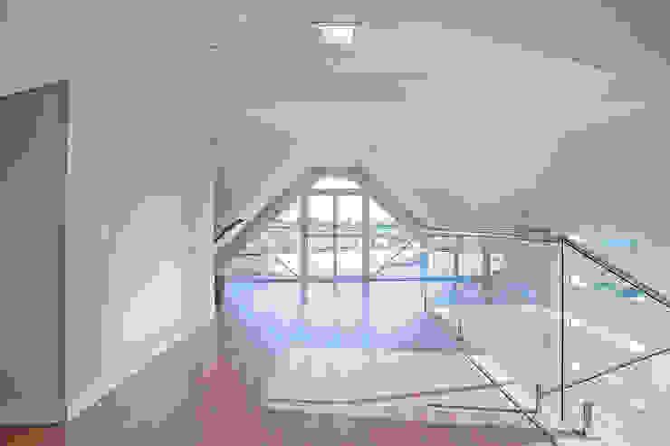 Moderner Balkon, Veranda & Terrasse von Patrícia Azoni Arquitetura + Arte & Design Modern