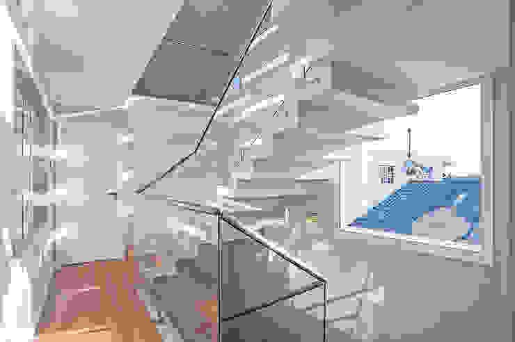 Koridor & Tangga Modern Oleh Patrícia Azoni Arquitetura + Arte & Design Modern
