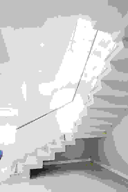 Koridor & Tangga Modern Oleh Patrícia Azoni Arquitetura + Arte & Design Modern Marmer
