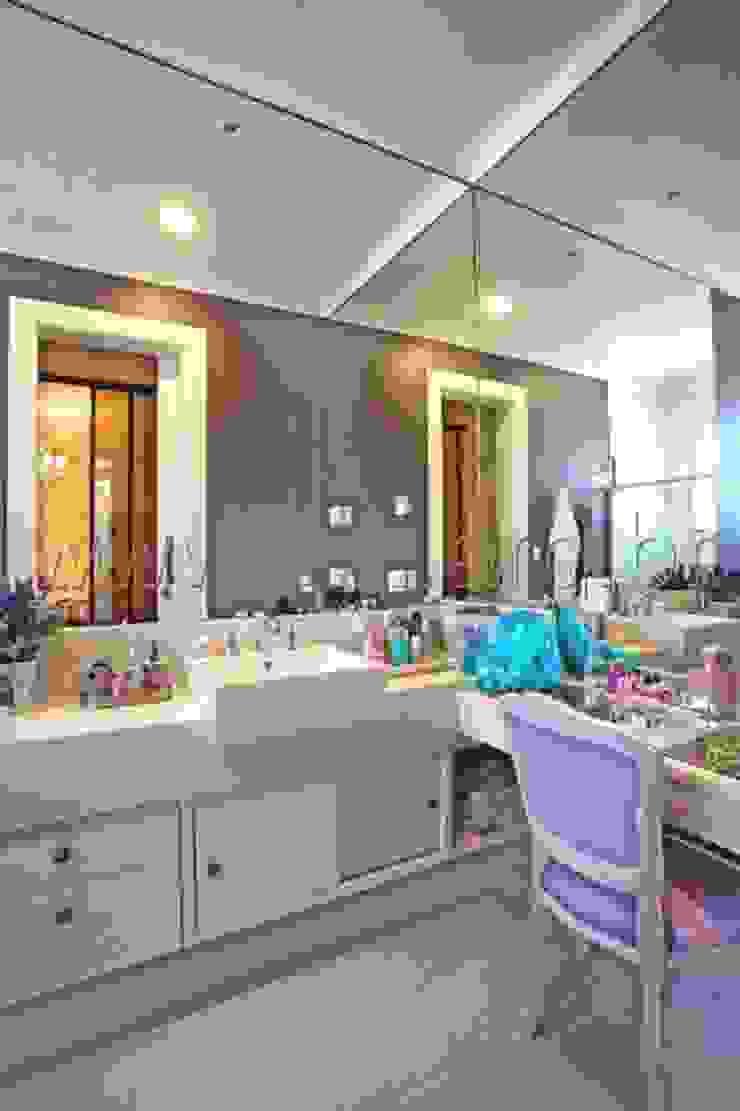 Banheiro de Menina Banheiros modernos por aei arquitetura e interiores Moderno