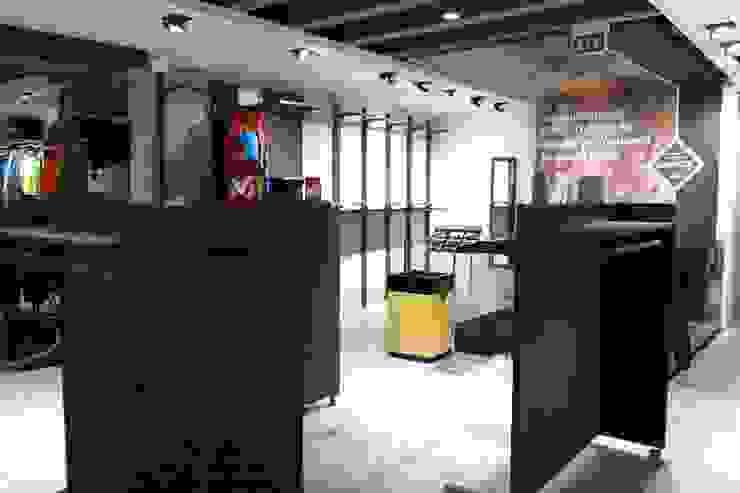 Millet Mountain Shop Andrea Gaio Design Espacios comerciales de estilo moderno