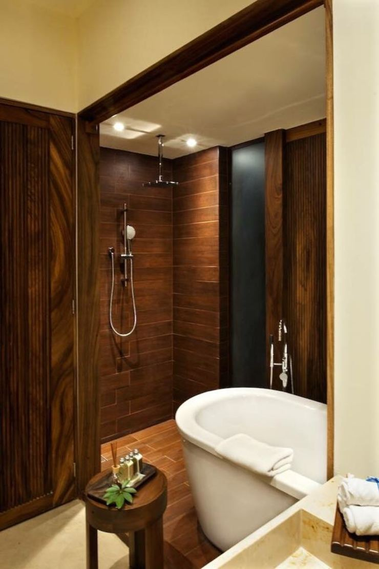 Tropical style bathroom by BR ARQUITECTOS Tropical Wood Wood effect