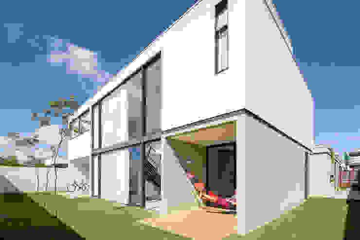 Casas estilo moderno: ideas, arquitectura e imágenes de Joana França Moderno