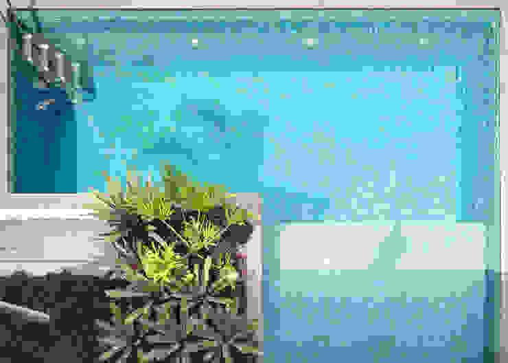 Casa R&D - Esquadra Arquitetos + Yi arquitetos Piscinas modernas por Joana França Moderno
