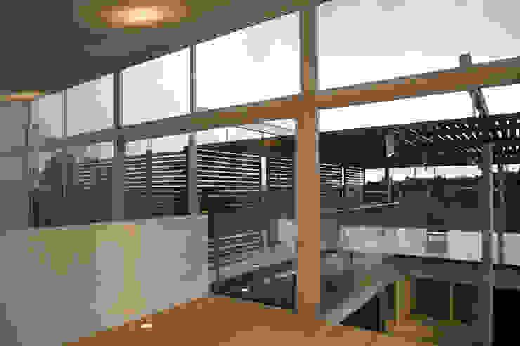 Casas Quince Balcones y terrazas minimalistas de Echauri Morales Arquitectos Minimalista