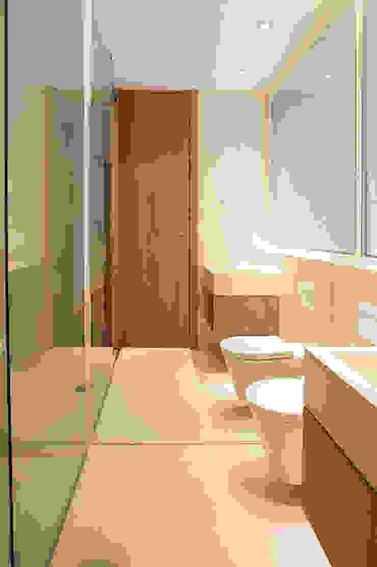 Reforma de apartamento Casas de banho minimalistas por PAULO MARTINS ARQ&DESIGN Minimalista