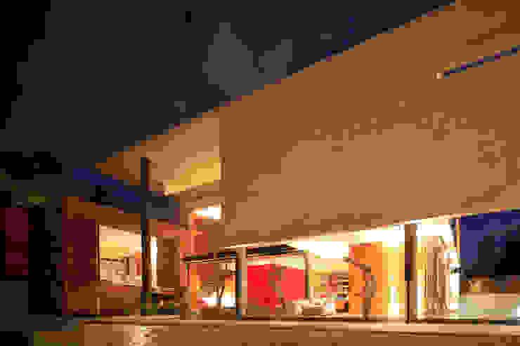 minimalist style balcony, porch & terrace by Echauri Morales Arquitectos Minimalist