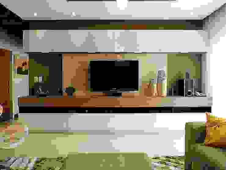 Sala de TV por CARDOSO CHOUZA ARQUITETOS