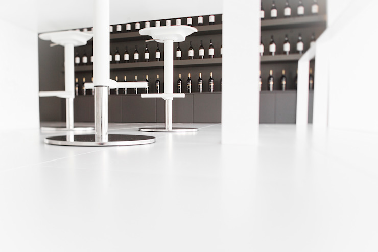 WINE HOUSE Lojas e Espaços comerciais minimalistas por PAULO MARTINS ARQ&DESIGN Minimalista