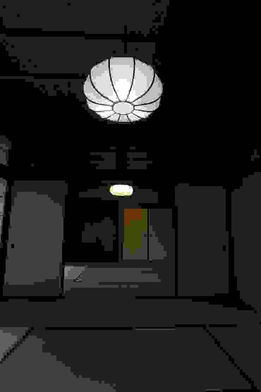 Sakurayama-Architect-Design Puertas y ventanas de estilo asiático