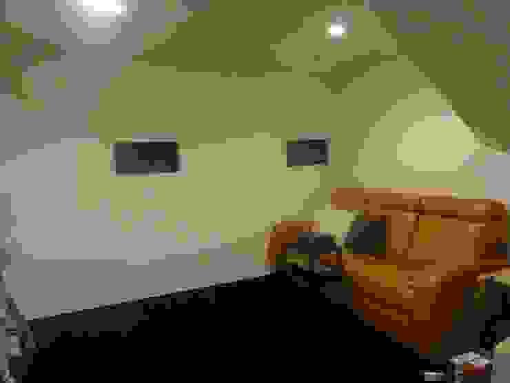 ホームシアター: DIOMANO設計が手掛けた現代のです。,モダン 木 木目調