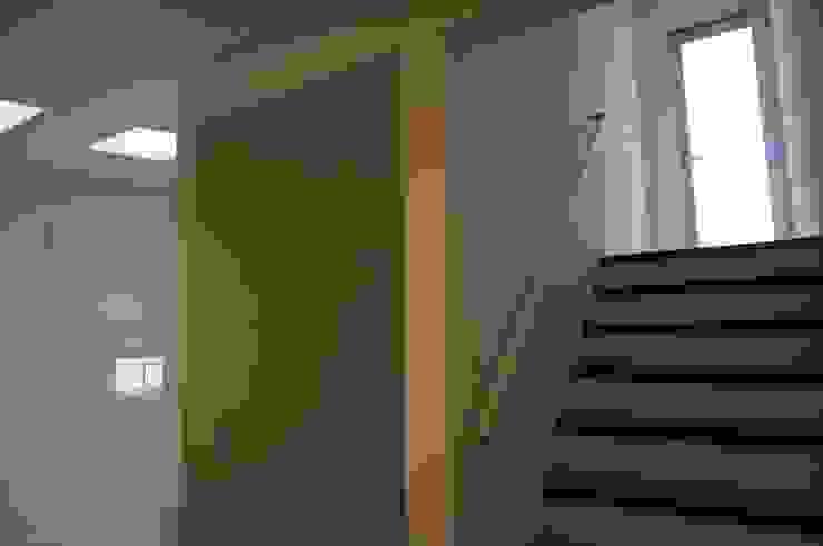 階段 モダンスタイルの 玄関&廊下&階段 の DIOMANO設計 モダン 木 木目調