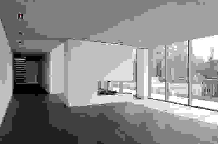 Corneille Uedingslohmann Architekten Modern living room