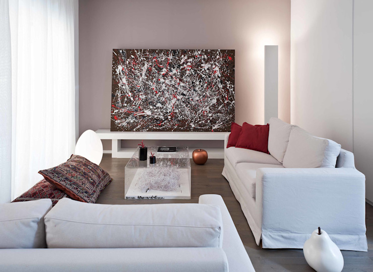 Minimalist living room by architetto Lorella Casola Minimalist