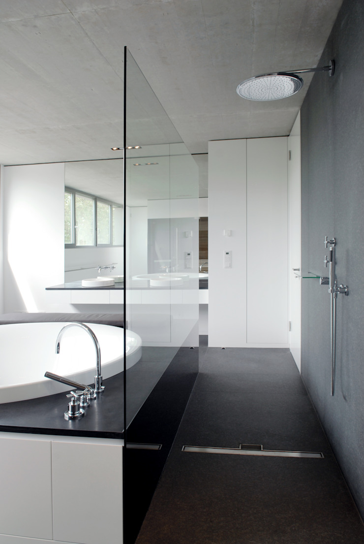 Corneille Uedingslohmann Architekten Modern bathroom