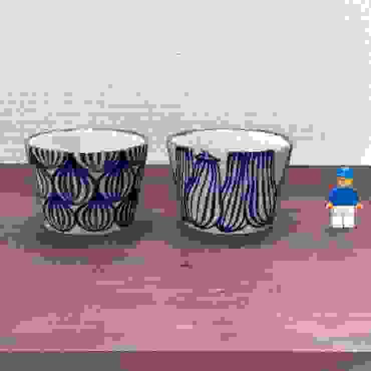 柄違いで揃えても: キカキカクが手掛けた現代のです。,モダン 陶器