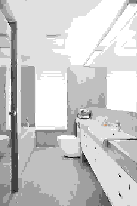 PL+sp. z o.o. Moderne Badezimmer Beige