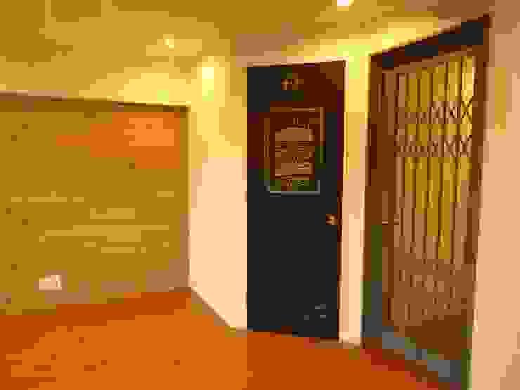 アクセントウォール: HOUSE of FUN Renovationsが手掛けた素朴なです。,ラスティック