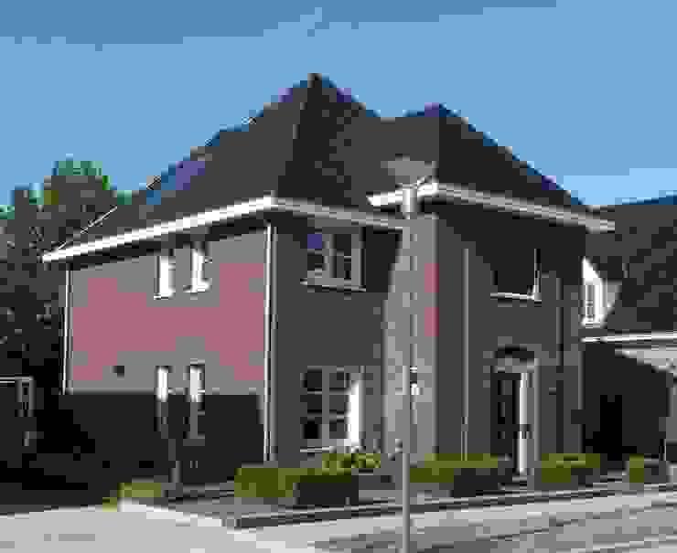 Zijaanzicht nieuwbouw villa Velddriel Klassieke huizen van Villa Delphia Klassiek