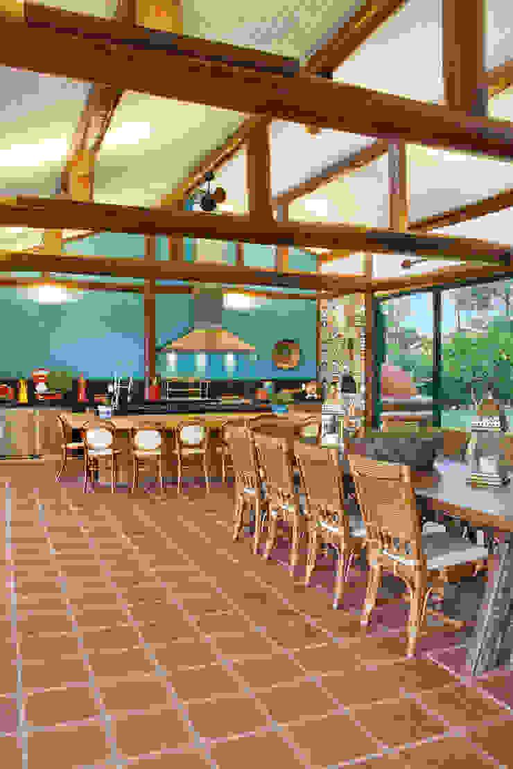 Balcones y terrazas de estilo tropical de FERNANDO ROMA . estudioROMA Tropical