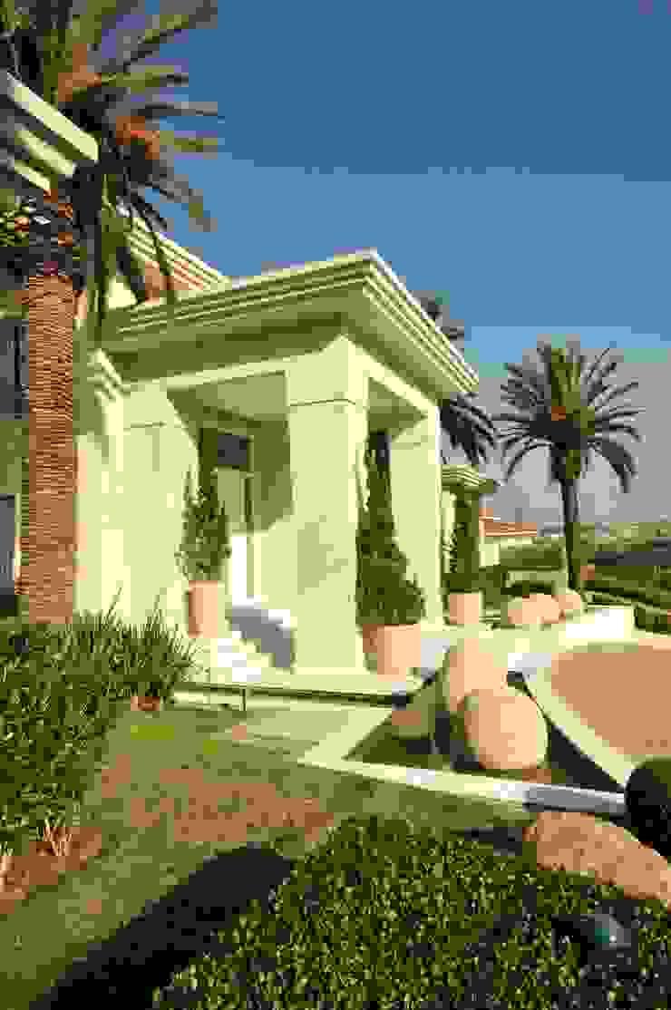 Casa WSC Jardins tropicais por alexandre galhego paisagismo Tropical