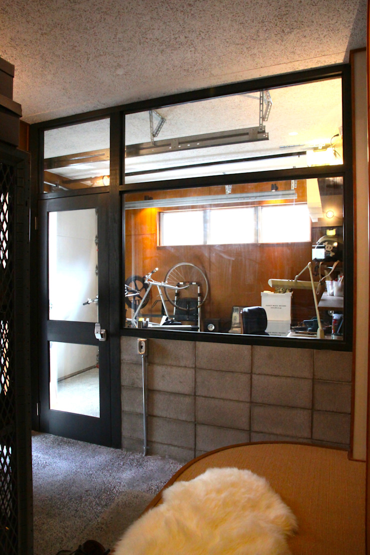 TOKYO STANDARD HOUSE モダンデザインの ガレージ・物置 の HOUSETRAD CO.,LTD モダン