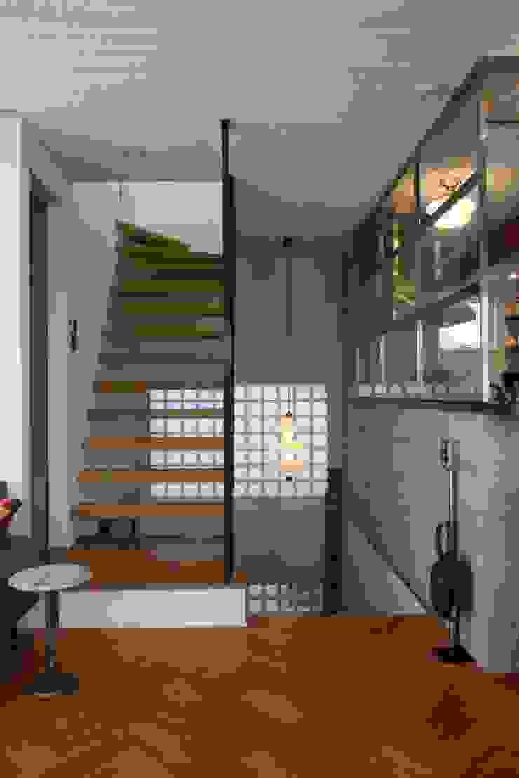 TOKYO STANDARD HOUSE モダンスタイルの 玄関&廊下&階段 の HOUSETRAD CO.,LTD モダン