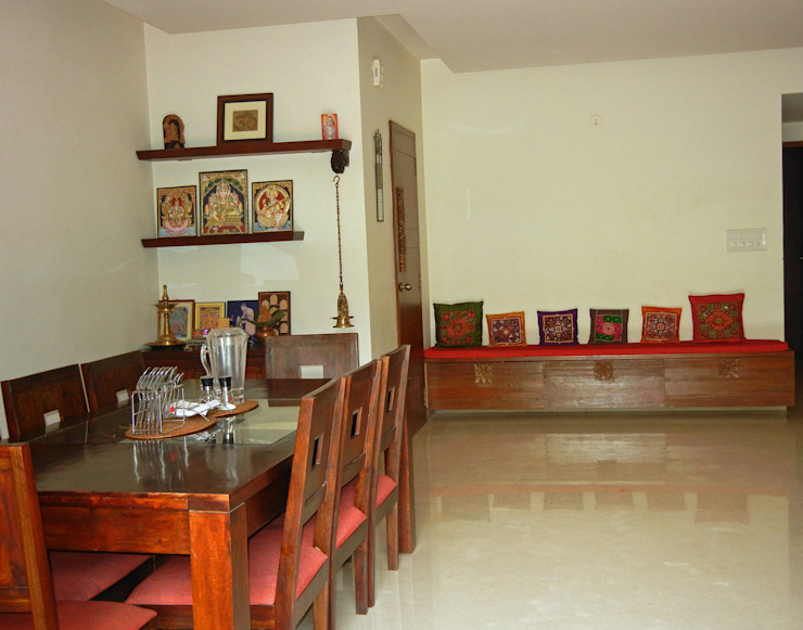 Villa at Ezperenza, Whitefield:  Dining room by Interiors By Suniti
