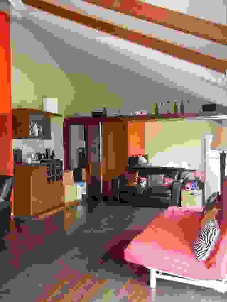 Villa at Ezperenza, Whitefield Modern living room by Interiors By Suniti Modern