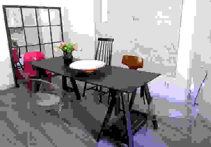 Cucina moderna di Julia Kosina Interior Design & Innenarchitektur Moderno