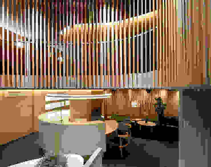 CENTROS ÚNICO HEADQUARTERS Edificios de oficinas de estilo moderno de Ruiz Velázquez Moderno Madera Acabado en madera