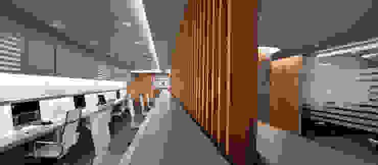 CENTROS ÚNICO HEADQUARTERS Edificios de oficinas de estilo moderno de Ruiz Velázquez Moderno